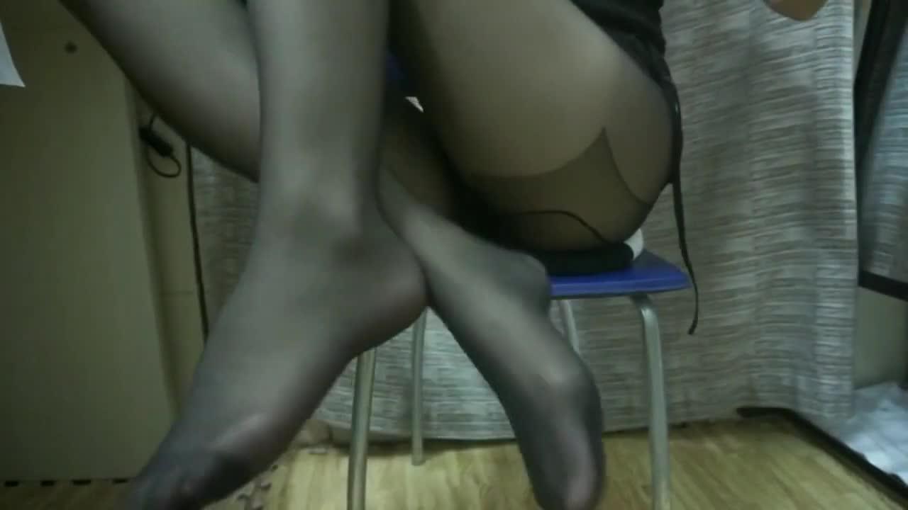娇喘!舔耳! 黑色丝袜诱惑! 美脚美足!小姐姐诱惑你。。。