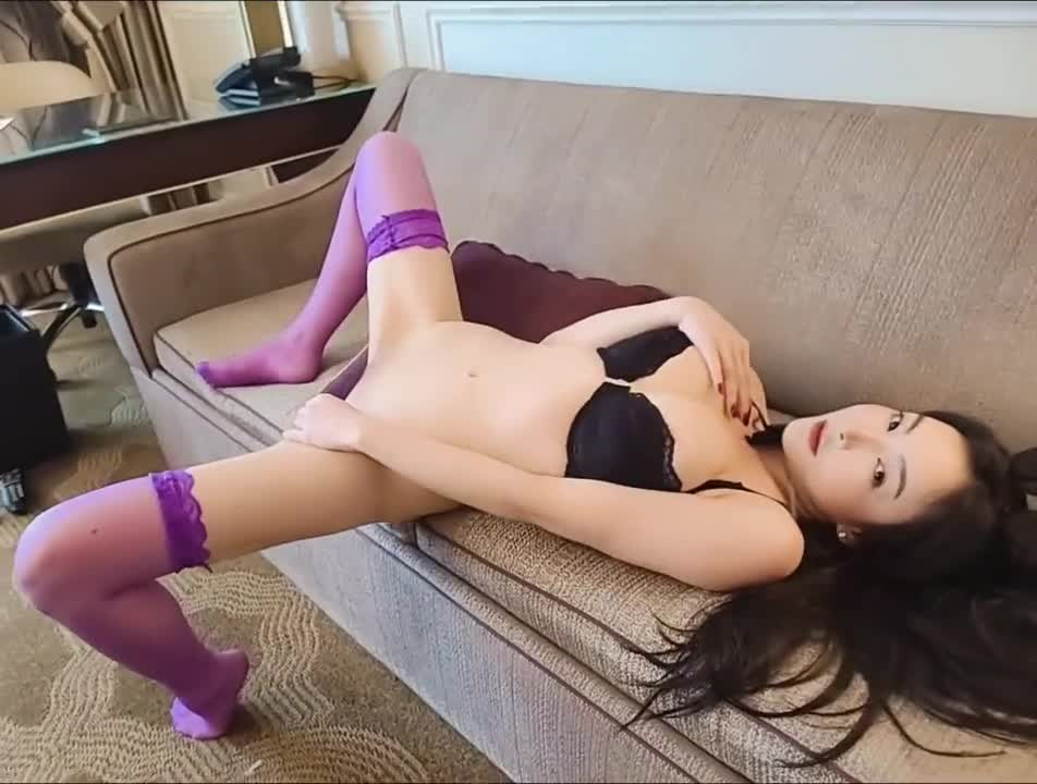 Bunny tutu table dancing is so sexy 兔兔桌上跳舞诱惑